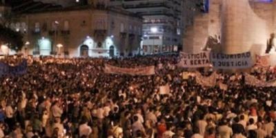 Masiva marcha de vecinos de Rosario contra la inseguridad