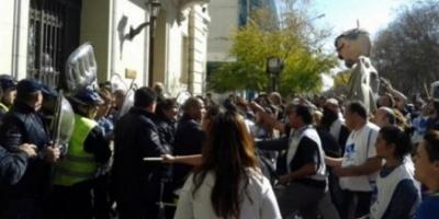 Gremios docentes de tres provincias pararon para exigir aumentos y paliar la inflación