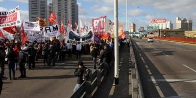 Cruces entre el Gobierno y los sindicatos opositores por el nivel de adhesión al paro