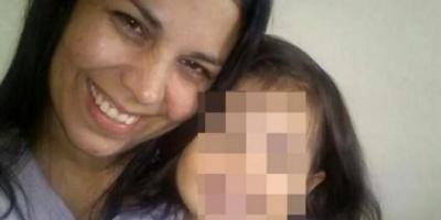 Una mujer fue hallada muerta en una alcantarilla junto a su beba, que sobrevivió tres días