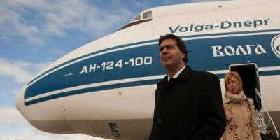 El gobernador de Chaco acusó a Capitanich de usar el avión provincial para visitar a su pareja