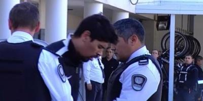 """Detienen al """"motochorro"""" Gastón Aguirre por provocar incidentes entre vecinos tras un crimen"""