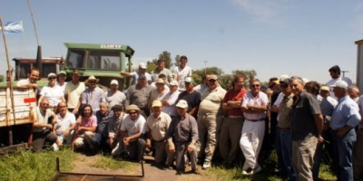 """Con un """"tractorazo"""", ruralistas volvieron a la ruta y denunciaron un """"plan de exterminio"""" al campo"""