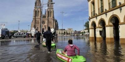 """Scioli afirmó que """"lo peor"""" de las inundaciones ya pasó y anunció créditos para los afectados"""