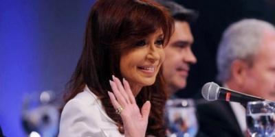 La Presidenta viajará sólo a Ecuador, por consejo médico