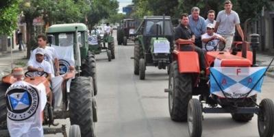 """Con un """"tractorazo"""", productores protestaron contra la política agropecuaria"""