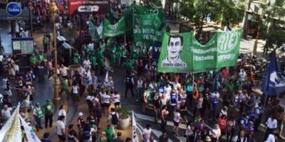 La CTA opositora llevó su reclamo a la Plaza de Mayo