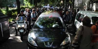 Nisman fue sepultado en el cementerio de La Tablada luego de un emotivo cortejo fúnebre