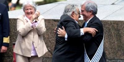 Tabaré Vázquez recibió la banda presidencial ante una multitud en Uruguay