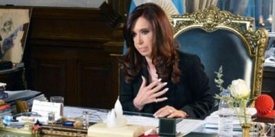 """Cristina: Clarín y La Nación son una """"fábrica de mentiras y operaciones políticas"""""""