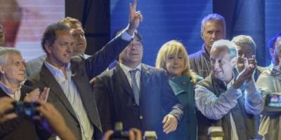 Rodeado de sindicalistas, Scioli llamó a reemplazar planes sociales por empleo genuino