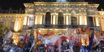 Tucumán: miles de personas protestaron con la oposición por las denuncias de fraude