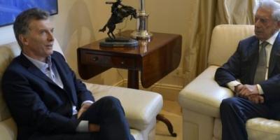 """Mario Vargas Llosa fue recibido por Mauricio Macri: """"Se respiran vientos de renovación en la Argentina"""""""