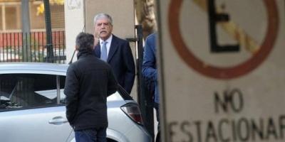 Allanaron durante casi seis horas el departamento de Julio De Vido en Palermo