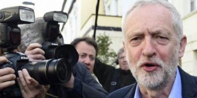 El Brexit desató una lluvia de renuncias en el laborismo británico y un motín interno