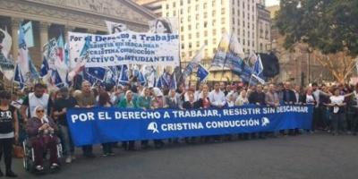 """Con la presencia de Hebe de Bonafini, comenzó la """"marcha de la resistencia"""" en Plaza de Mayo"""