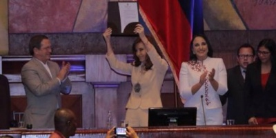 Cristina Elisabet Kirchner fue distinguida en Ecuador e hizo una autocrítica