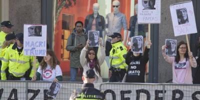 Argentinos protestaron contra el presidente Macri en Holanda