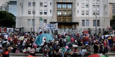 """González Fraga acusó al kirchnerismo de financiar con """"millones mal habidos"""" las recientes movilizaciones"""