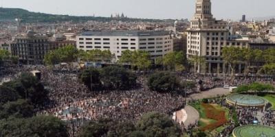 Multitudinario y emotivo homenaje a las víctimas del atentado