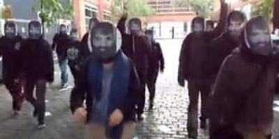 Hubo manifestantes con caretas de Santiago Maldonado en el lugar de votación de Patricia Bullrich