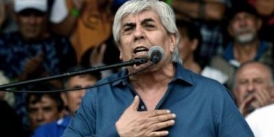 Moyano se declaró dispuesto a reunirse con Macri, pero Peña descartó un acercamiento
