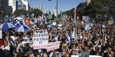 """Con críticas al acuerdo con el FMI, la oposición advirtió: """"Los enfrentaremos en las calles y en las urnas"""""""