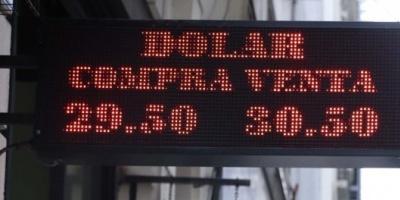 """Argentina está entre los 5 países con """"alto riesgo"""" de sufrir una crisis cambiaria"""