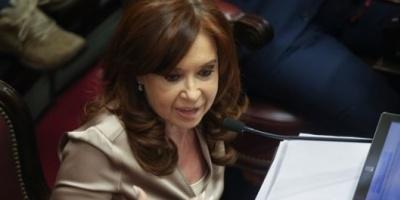 Investigarán a Cristina Kirchner por usar el avión presidencial para que le lleven los diarios al sur del país