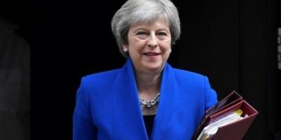 Theresa May superó la moción de confianza y continuará como primera ministra británica