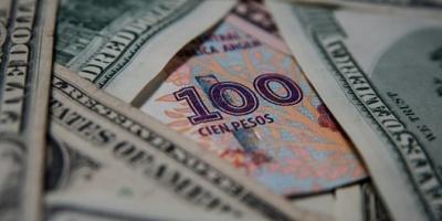 El dólar alcanzó un nuevo récord de $43,60 y el euro superó por primera vez los $50