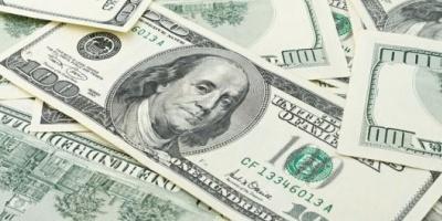 El dólar cerró con baja de 10 centavos en bancos