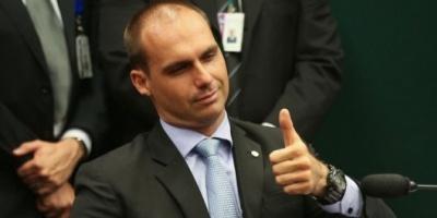 Mauricio Macri recibió al hijo de Bolsonaro y acordó reforzar la integración estratégica con Brasil