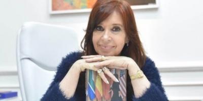 """Cristina Kirchner publicó otro libro: de qué se trata y por qué es el """"complemento político"""" de """"Sincera"""