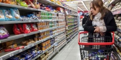 En abril las ventas en supermercados cayeron 12,6%, mientras que en shoppings se desplomaron 22,9%