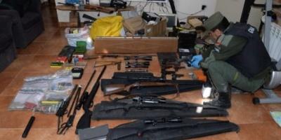 Investigación internacional por tráfico de armas: 50 allanamientos, 21 detenidos y 2500 fusiles secuestrados en la Argentina