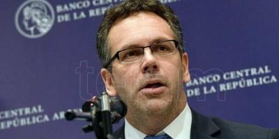 Sandleris afirmó que se continuarán absorbiendo pesos e interviniendo en el mercado cambiario