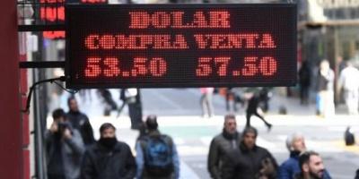 """El dólar oficial se negoció con leve alza, pero el """"contado con liqui"""" llegó a $73"""