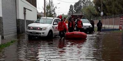 """Arrancó el operativo """"retorno"""" de más de 1200 evacuados en La Matanza, pero hay preocupación por el clima"""