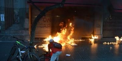 Grupos de izquierda atacaron salvajemente a periodistas frente al consulado de Chile en Buenos Aires: 9 detenidos