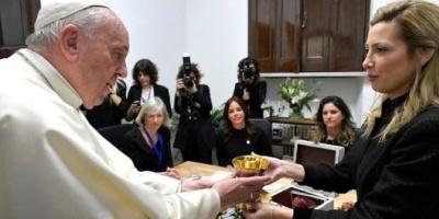 El papa Francisco recibió a Fabiola Yáñez en el Vaticano