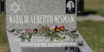 Frente a la tumba de Alberto Nisman, el titular de la DAIA volvió a afirmar que el fiscal fue asesinado