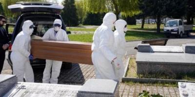 España prohibió los velatorios y los entierros con más de tres acompañantes por el coronavirus