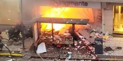 Incendio y explosión en una perfumería de Villa Crespo: dos bomberos murieron y otros seis están heridos