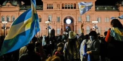 Manifestantes autoconvocados se movilizaban en rechazo de la cuarentena y con críticas al Gobierno