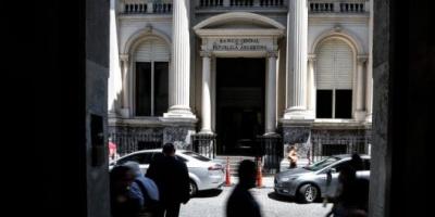 """Dólar """"solidario"""": alerta en el Banco Central porque se disparó la cantidad de compradores de billetes y afectan sus reservas"""