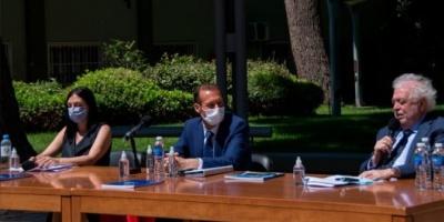 """Ginés González García: """"La salud nos une más allá de los que dividen o confrontan"""""""