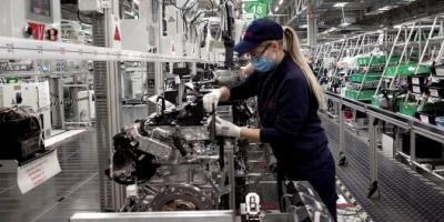 Prorrogan la prohibición de despedir empleados y el pago de la doble indemnización