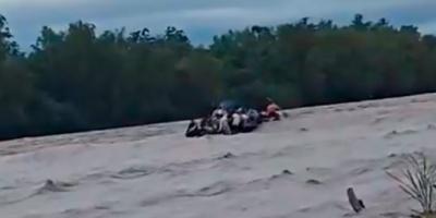 20 personas intentaban cruzar la frontera en un gomón, se pinchó y hay 6 desaparecidos en el río Bermejo